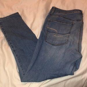 Light wash American Eagle skinny jeans